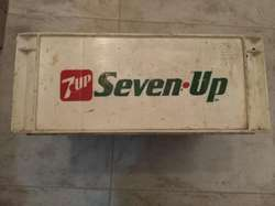 Cajón Seven Up para Botellas de 1litro.