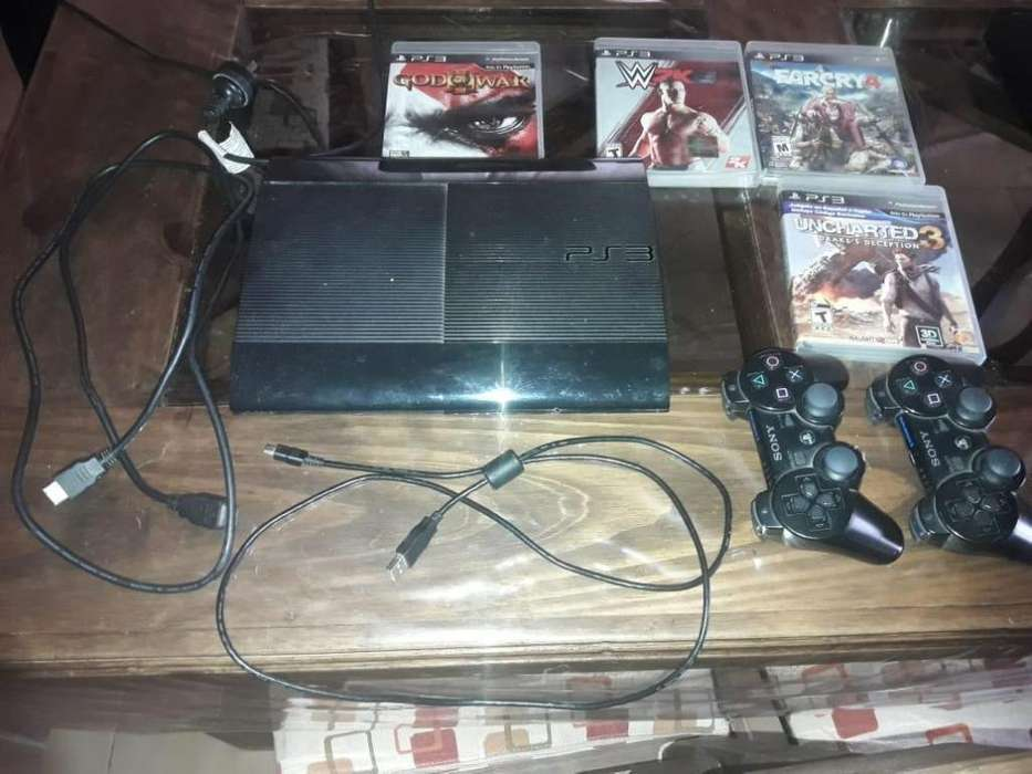 consola Play Station 3- 500 gb 2 joystick 4 juegos originales