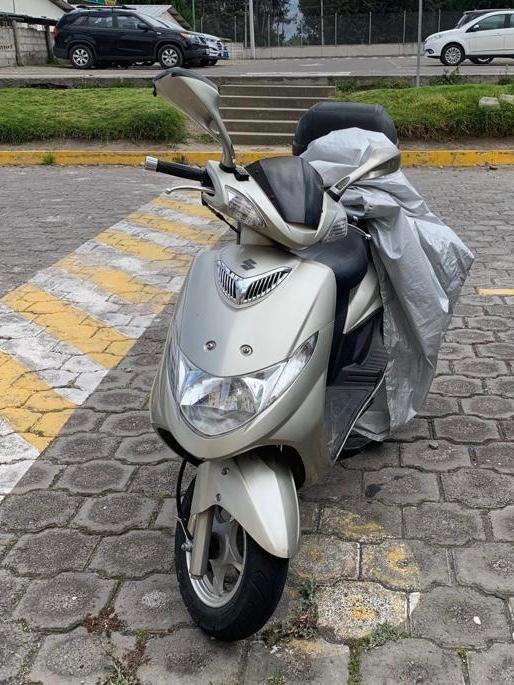 Vendo <strong>motoneta</strong> Suzuki