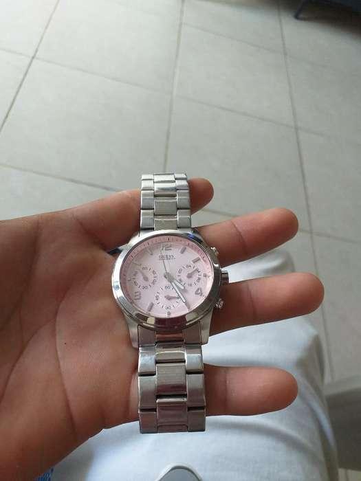 Vendo Reloj Guess Origuinal de Mujer 80