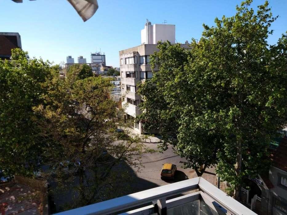 2 Ambientes a la calle con balcón. 3 años antig