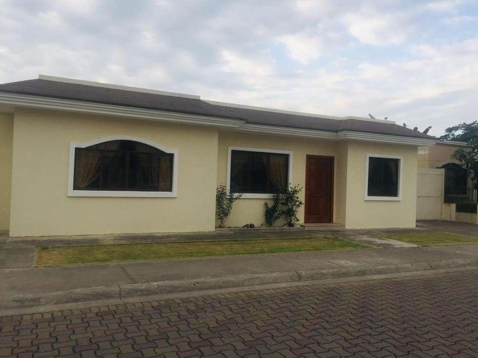 Casa en venta de una planta en Urb. Privada, Machala
