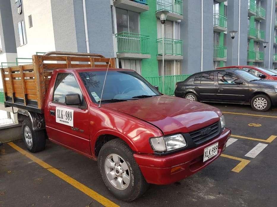se vende camioneta en estaca Luv 2300 publica