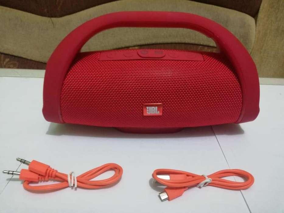 Parlante recargable tipo JBL rojo en portoviejo