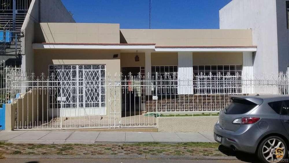 Soluciones Inmobiliaria Alquila Casa de 250m2 1er nivel para Empresa.