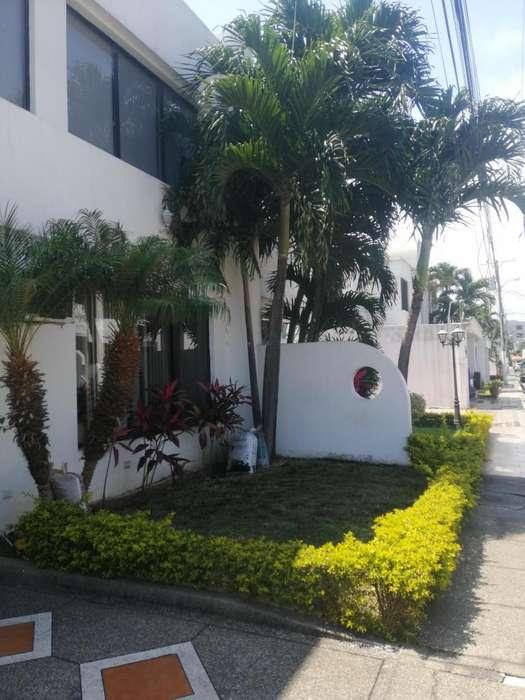 Vendo, casa duplex de dos pisos en urbanización en los Ceibos al norte de Guayaquil