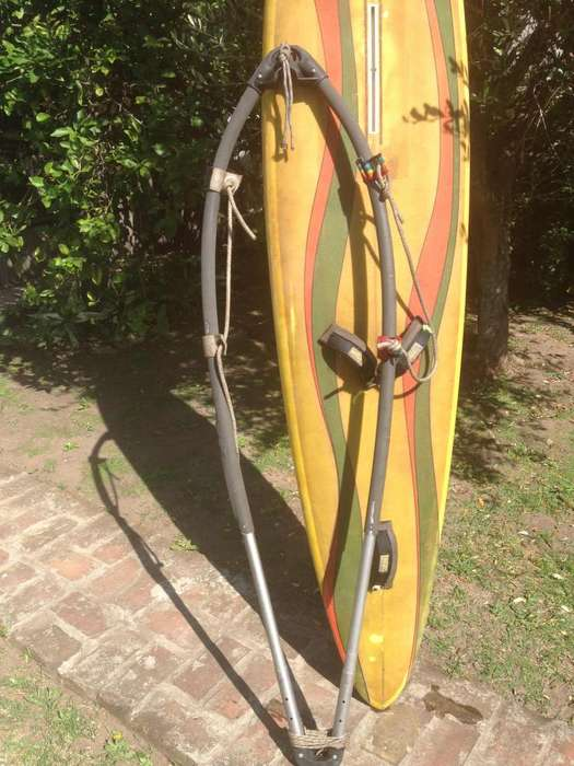 Tabla de windsurf y botavara