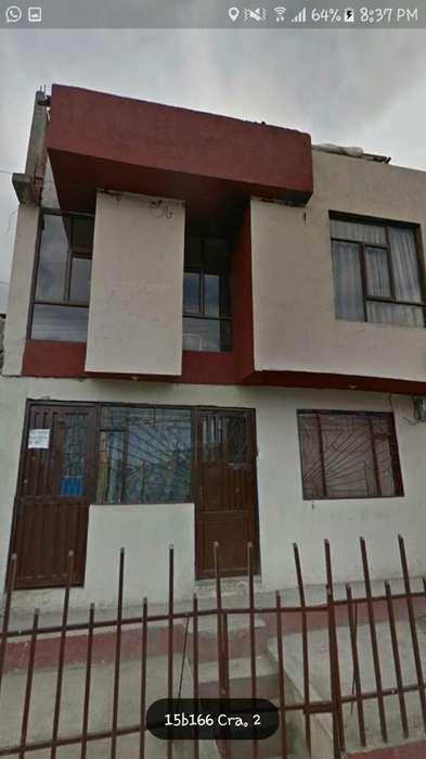 Vendo Casa de 2 Pisos con Terraza