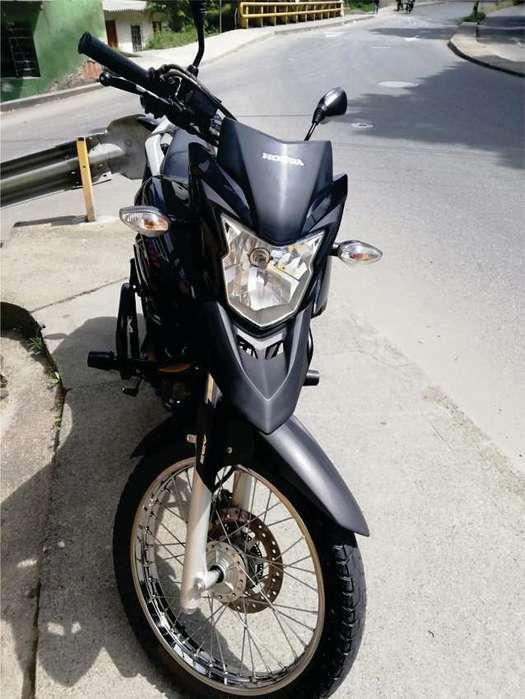 se vende moto honda xre 190 frenos ABS