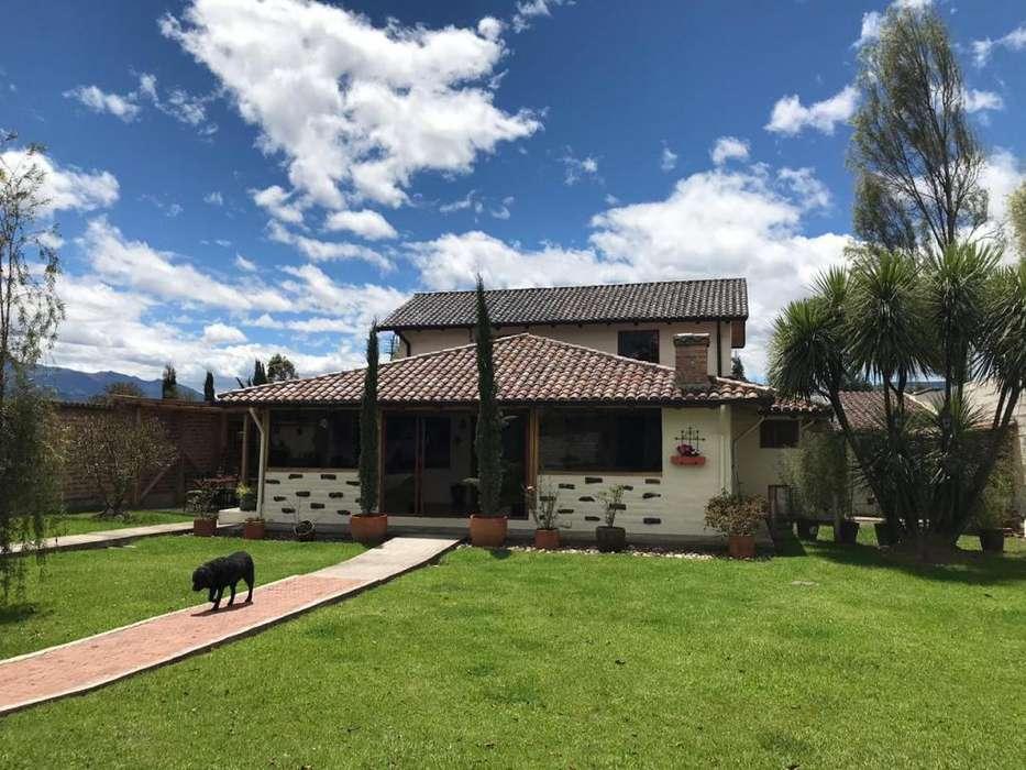 Hermosa Casa Tipo Rústico en Venta - Sector Los Chillos