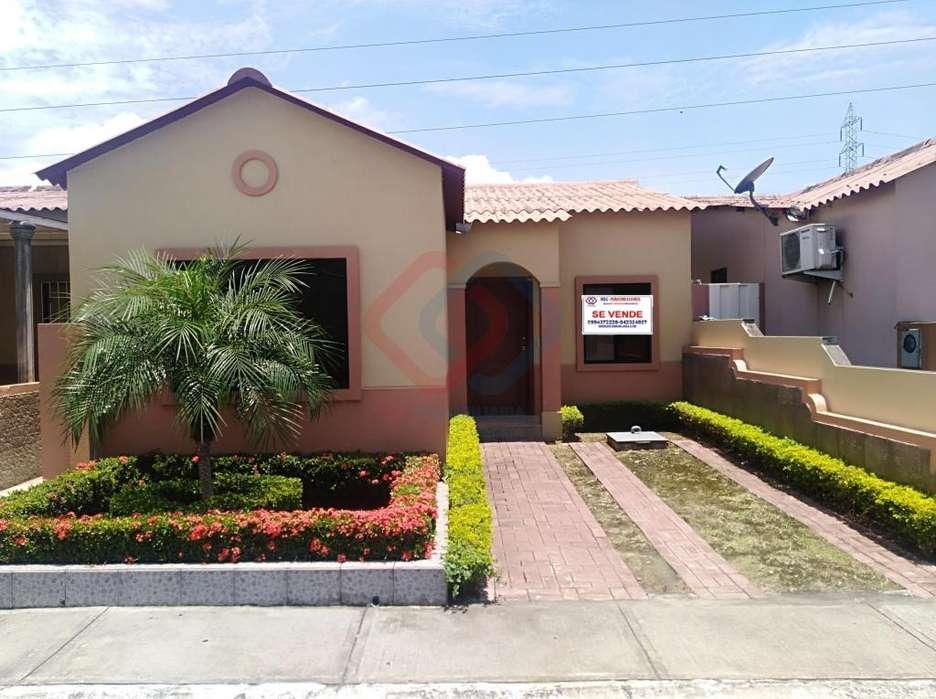 Cod# 173 Venta de Casa en Urbanización Villa Club, Cerca de Vía Samborondón, Villa del Rey, La Joya