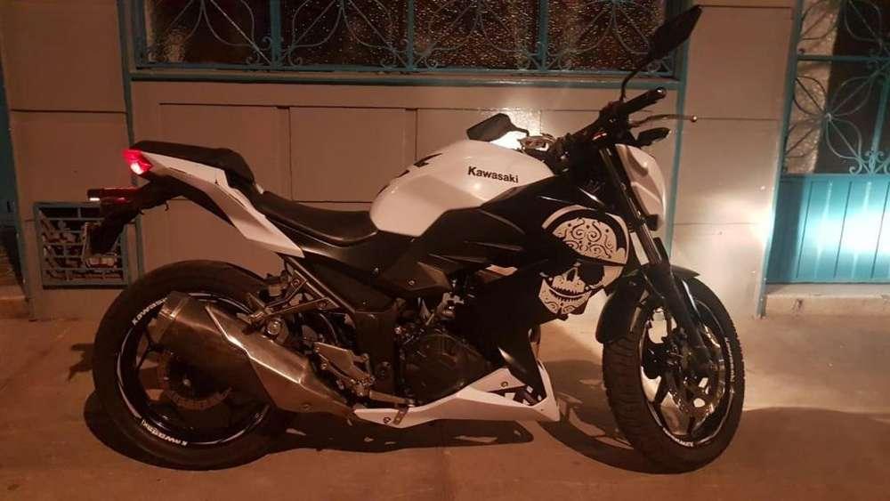 Venta <strong>kawasaki</strong> Z250 Blanca Mod 2015 - Papeles al día - 51500 kms - Valor Negociable