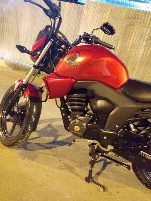 Moto <strong>honda</strong> Invicta