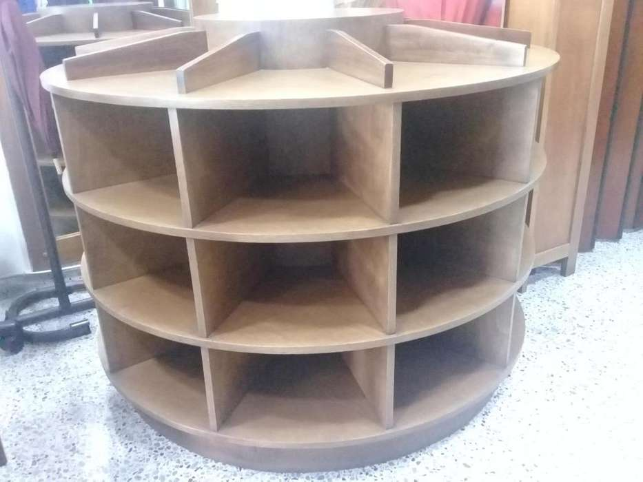 mueble exhibidor en madera de lujo