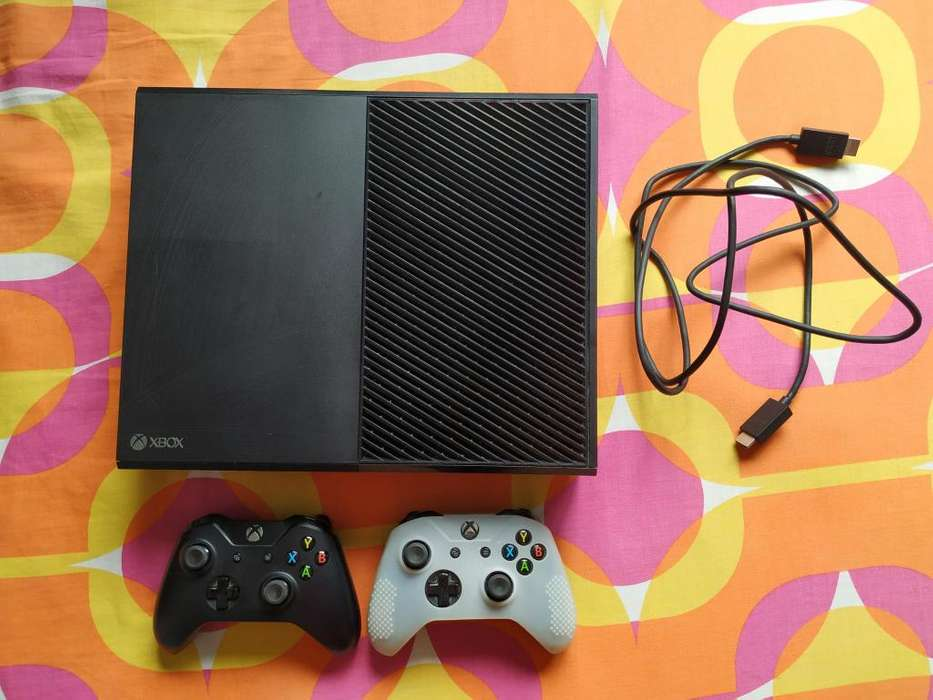 XBOX ONE 500 GB con dos CONTROLES