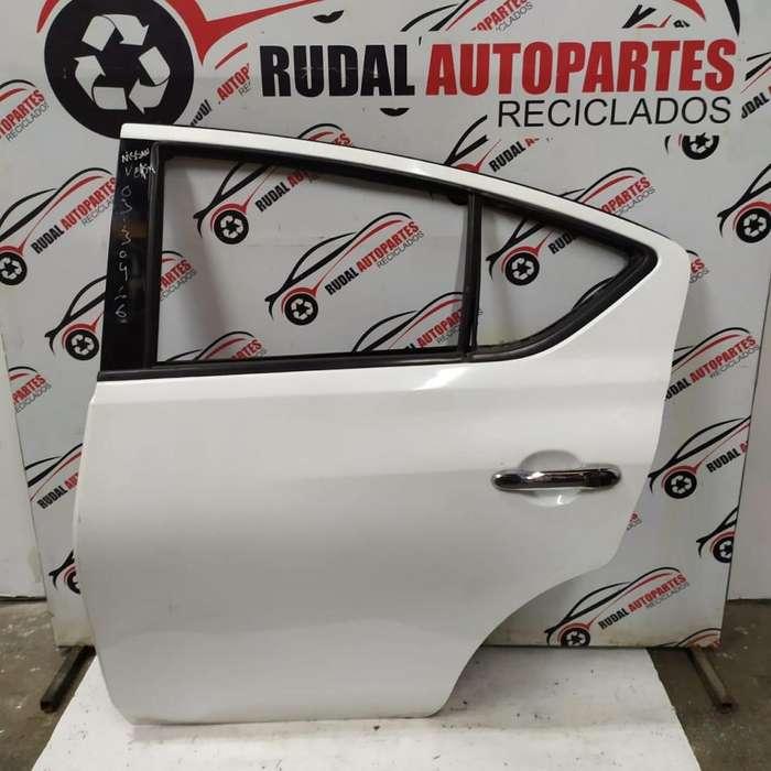Puerta Trasera Izquierda Nissan Versa 11400 Oblea:03130466