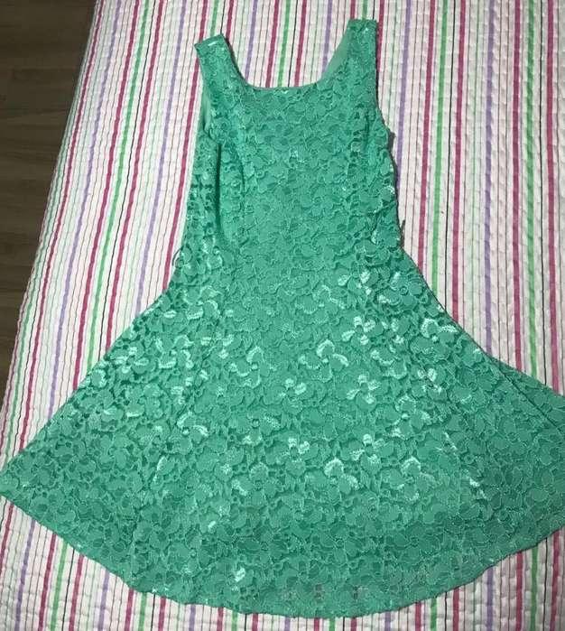 Vestido Moderno de Encaje