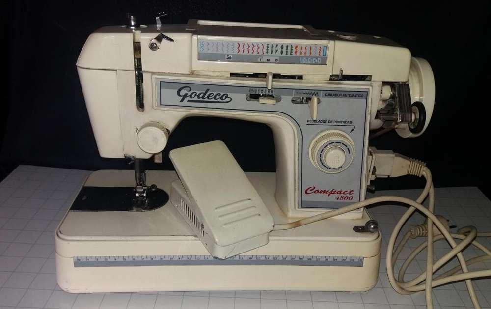Maquina de coser Godeco usada ,hay que revisar el pedal . 4000