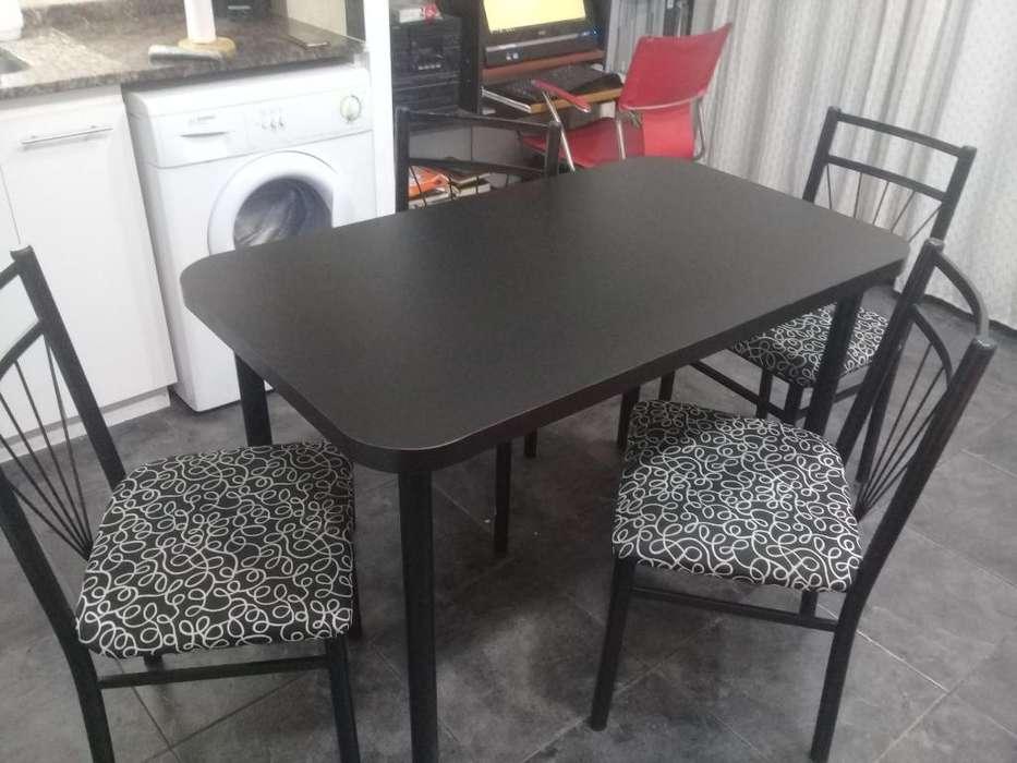 Mesa de cocina, y 4 sillas precio 6.000