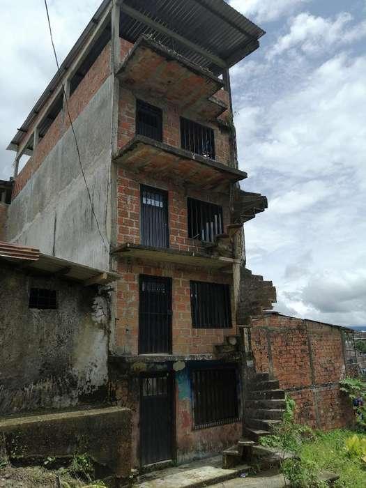 Vendo Edificio Doble de Calle a Calle