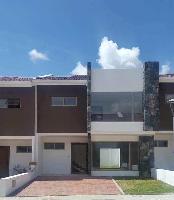 Hermosa Casa de Venta Dentro de Urbanización, Sector Chaullabamba