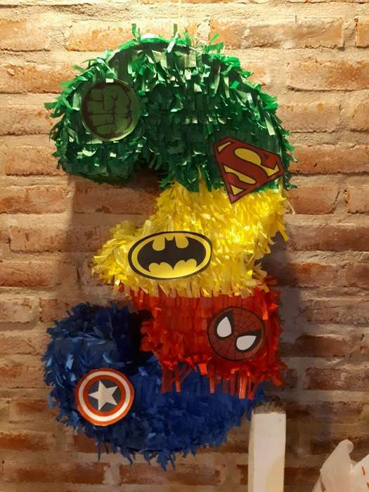 Piñata Superheroes