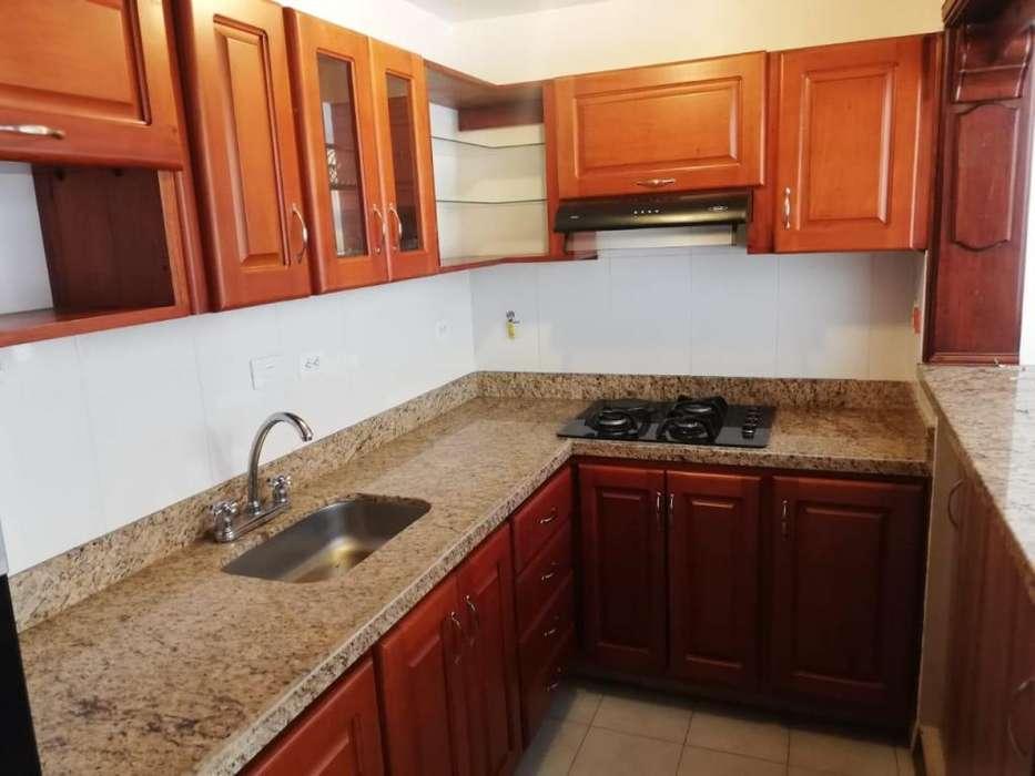 Se arrienda casa segundo piso con garaje, Laureles - wasi_1386987