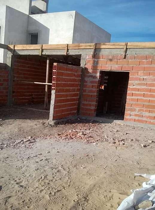 Casa en construcción en calle Estrella Federal entre Las Violetas y Gdor Tibiletti