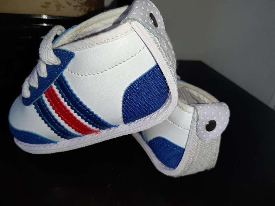 Se venden hermosos zapatos talla 21 suela plana suaves Nuevos
