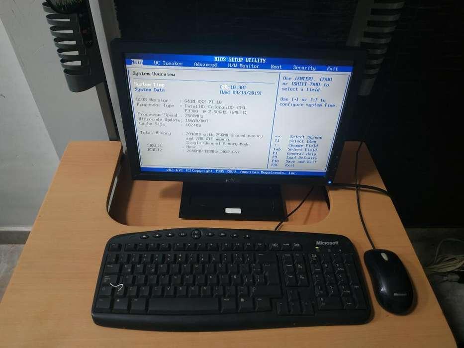 Computador de Escritorio con Mesa