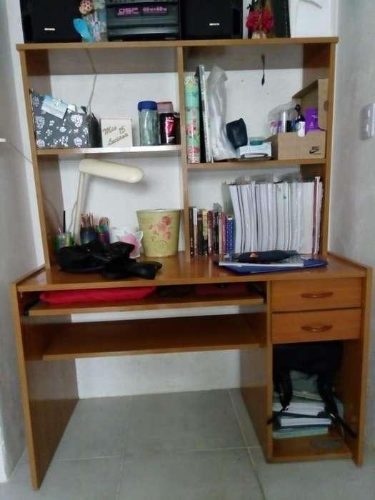 <strong>escritorio</strong> con alzada