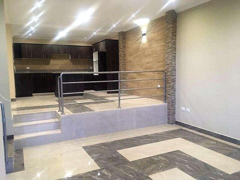 Casa de 3 plantas en VENTA, sector de Misicata