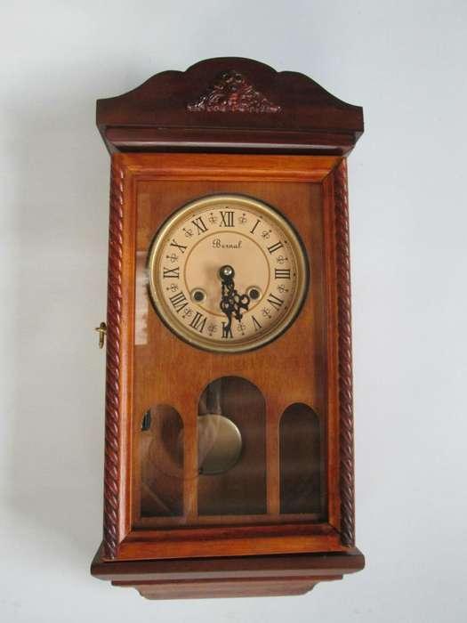 Reloj Péndulo De Pared En Madera y Vidrio Con Sonería