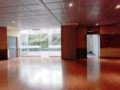 Excelente OFICINA en el Centro Empresarial PLATINO de 146.5 m2