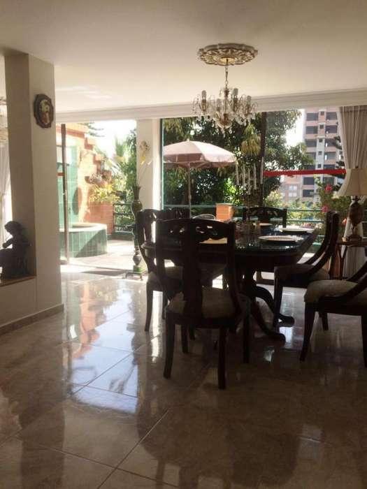 Casa En Venta En Medellin El Poblado Cod. VBBER349