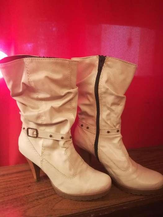 Botas caña media color beige