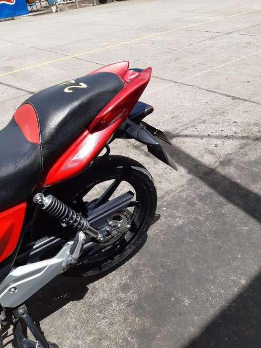 Vendo Linda Moto Modelo 2015 Color Rojo