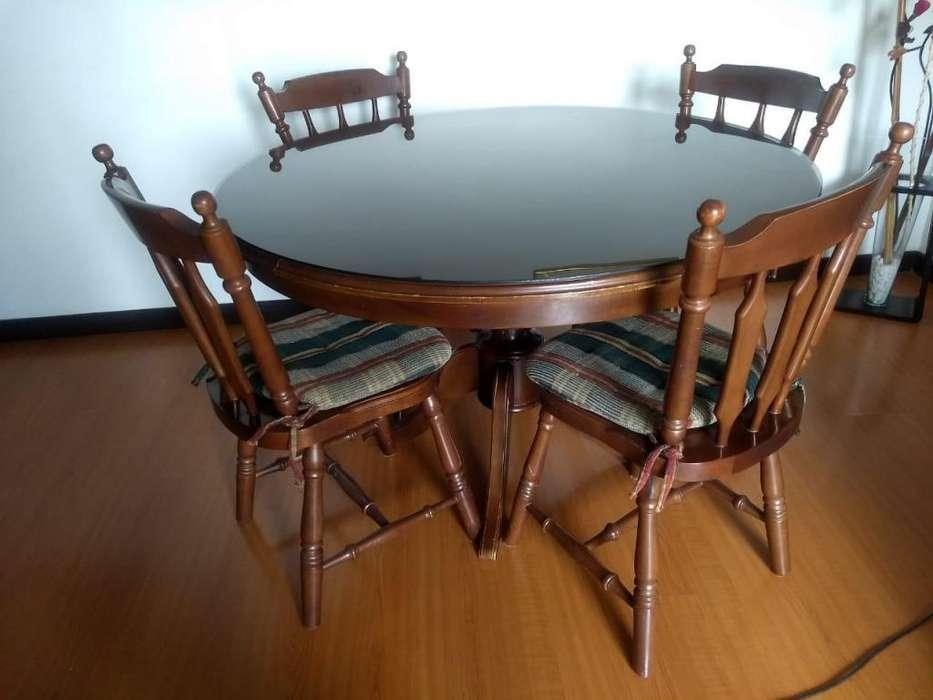 Vendo en Bogotá muebles de sala y comedor estilo suizo en cedro macizo.