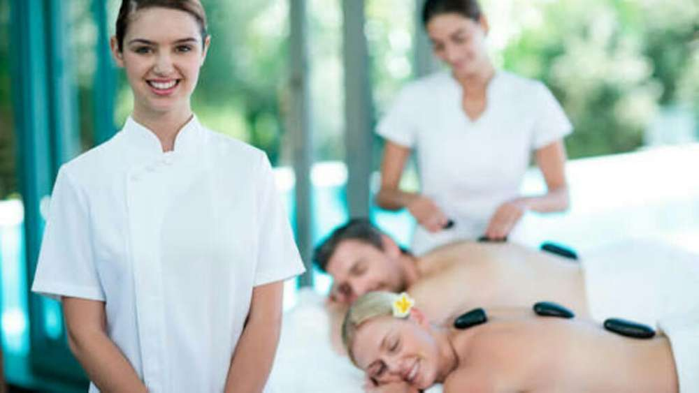 practicante o egresada de enfermeria masajes cosmiatria cosmetologia para empresa de salud y estetica