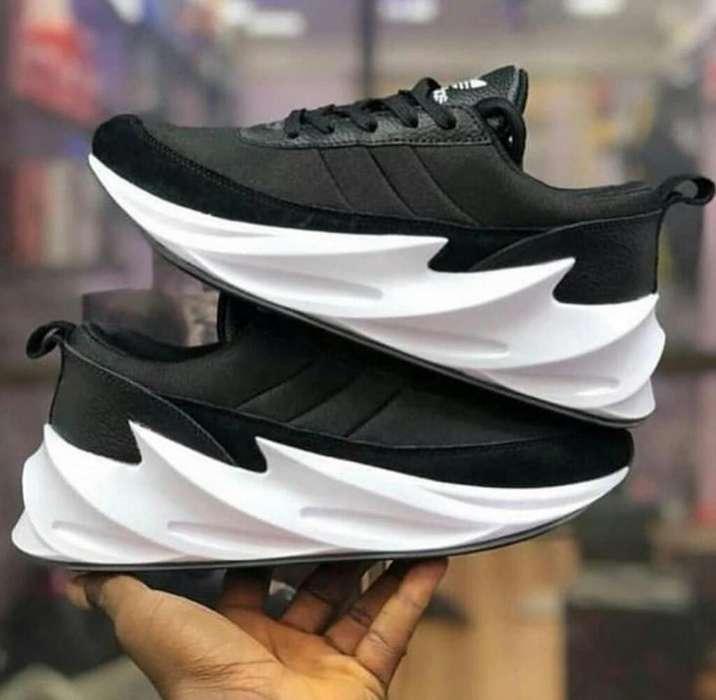 Zapatos Adidas Shark Negros Blancos