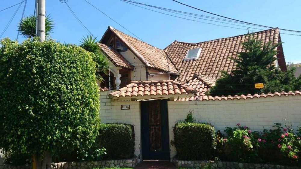 Casa de venta, traspaso, en Cumbaya, 4 Dormitorios Detrás del Centro Comercios San Francisco