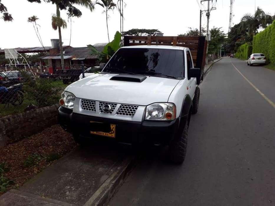 Nissan D-22 2012 - 130000 km