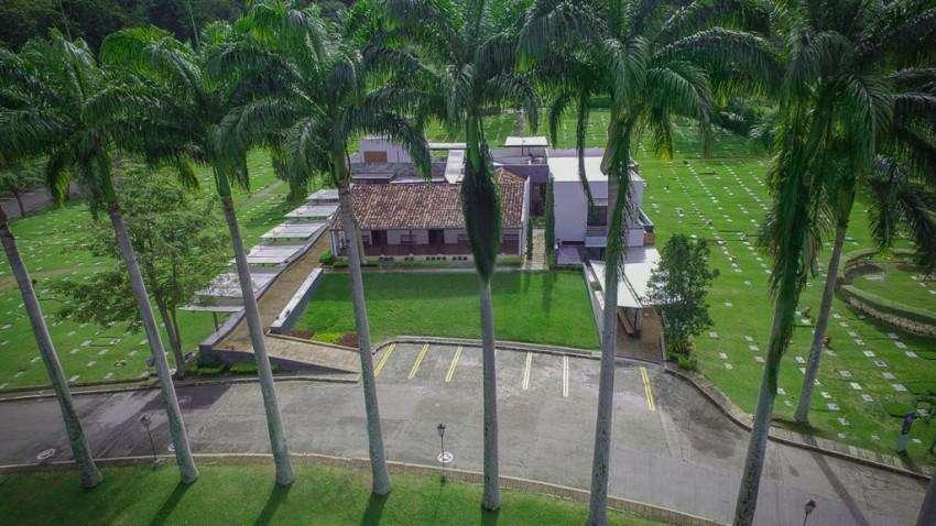 Por motivo de viaje Remato lote doble del cementerio Jardines La Colina de Bucaramanga