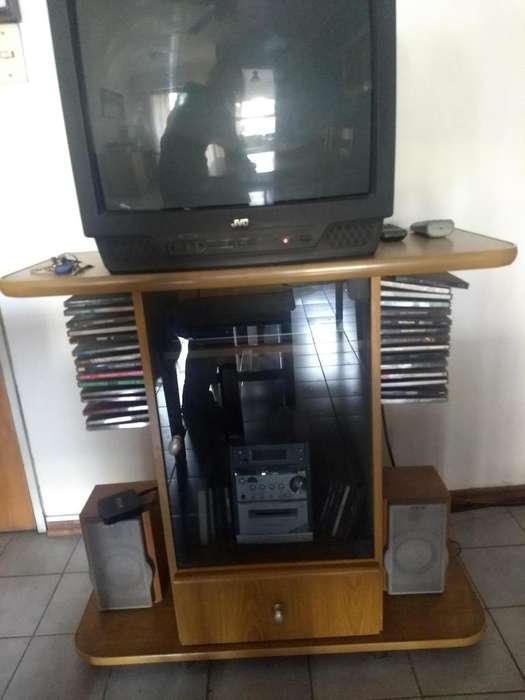 Mesa para TV con puerta y cajón