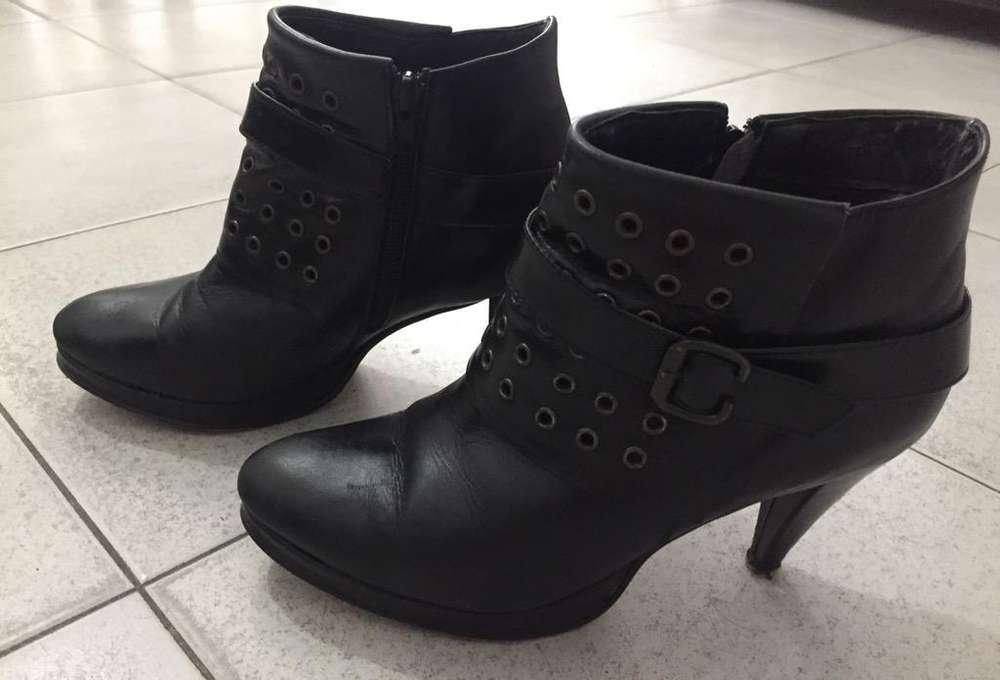 1fc0dbe7d4 Botas cuero negro  Ropa y Calzado en Argentina
