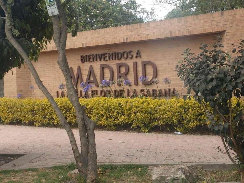 Se vende Lote Madrid 6.5 mts x 11 mts Zona Centro Madrid Cund. 98 millones CITA PREVIA. Papeles al dia.