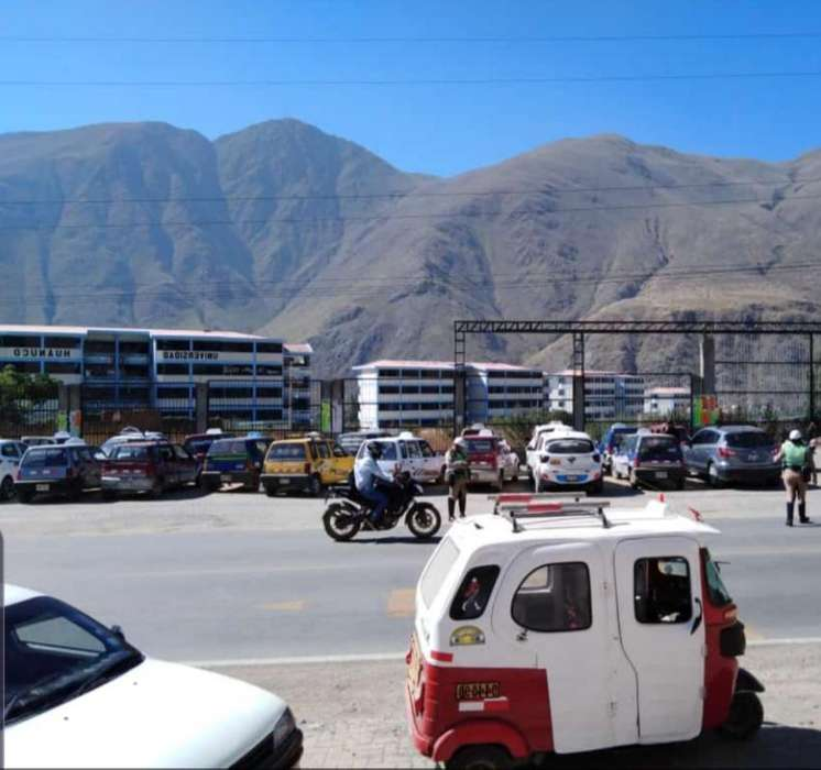 VENDO TERRENO/CASA ZONA COMERCIAL en venta 300m2 la misma pista en Av.Interregional frente a UDH Huanuco