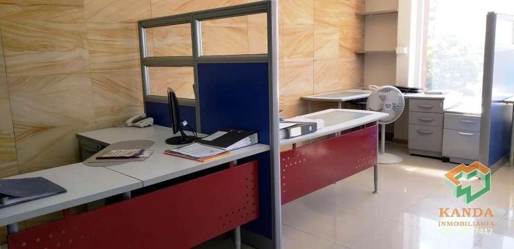 <strong>oficina</strong> en Venta 132 m2 6 de Dic. y Eloy Alfaro amplia vista frontal