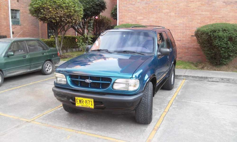 Ford Explorer 1999 - 179000 km