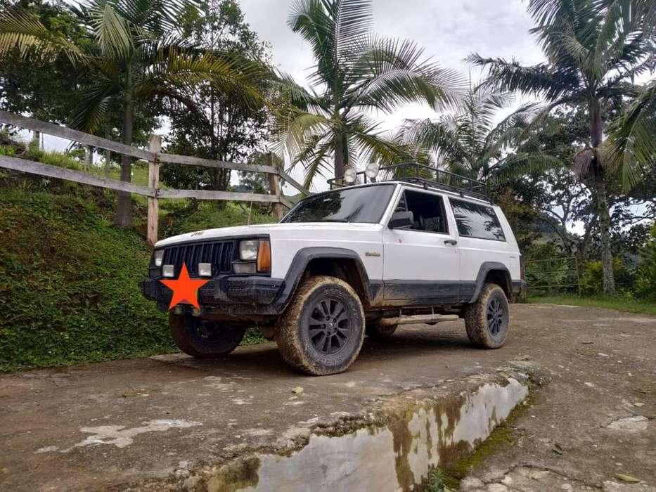JEEP Cherokee 1994 - 275 km